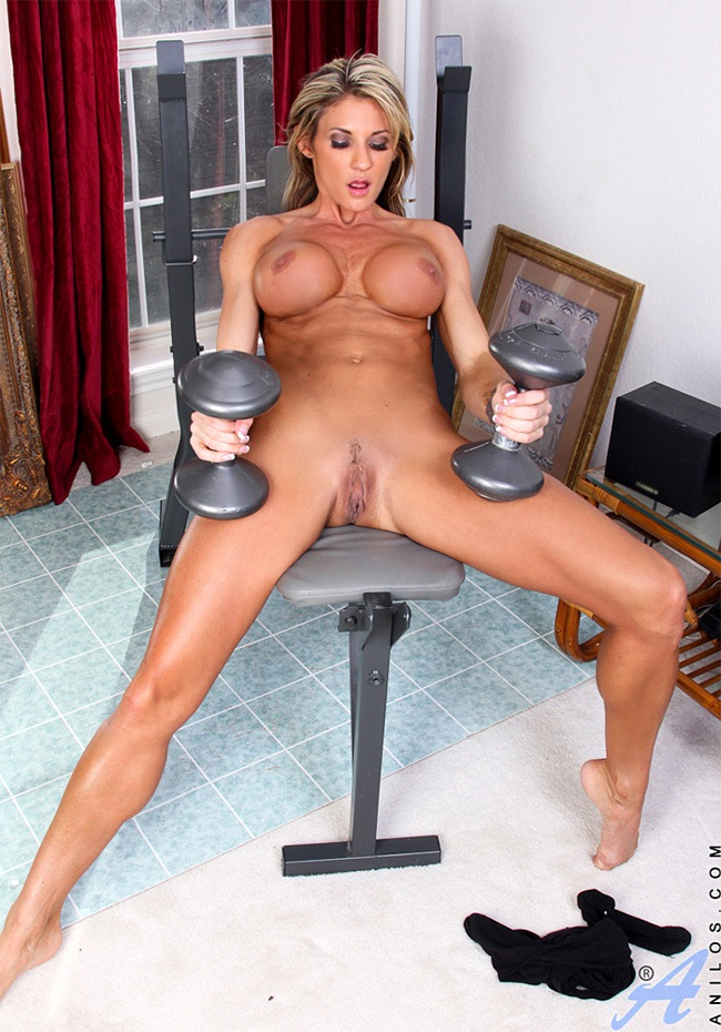 Beautiful MILF with muscles workout and strip tease from Anilos